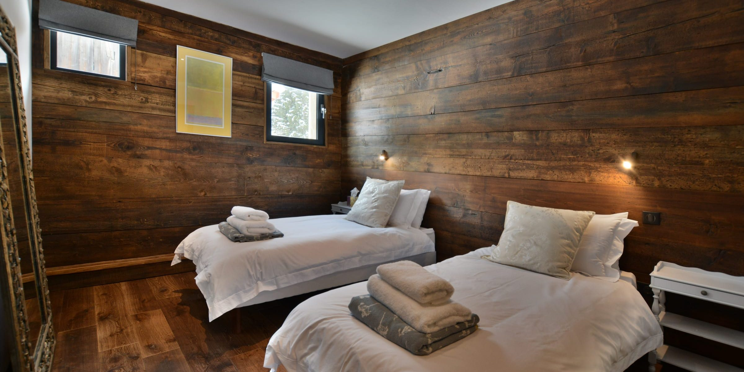 Ski chalet with urban nature wood floors 3