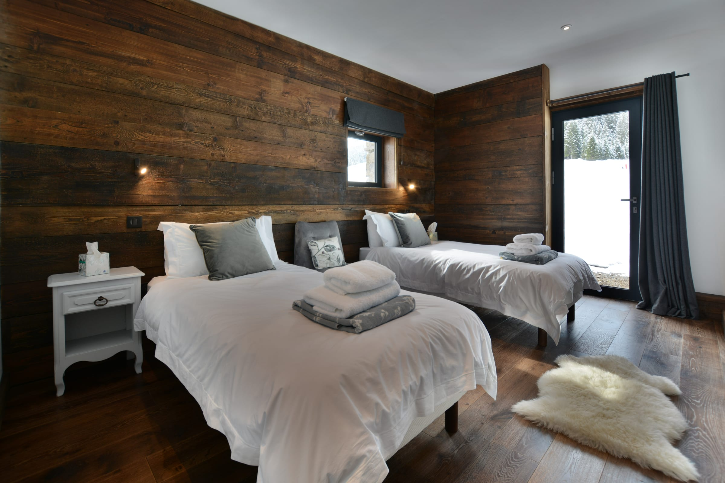 Ski chalet with urban nature wood floors 4