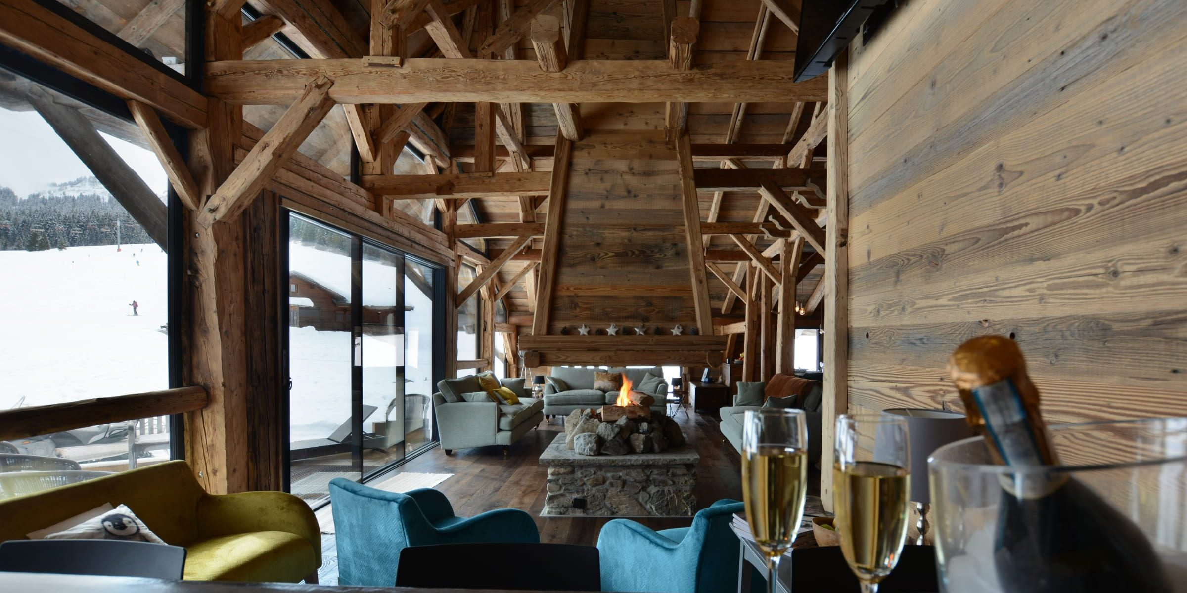 Ski chalet with urban nature wood floors 6
