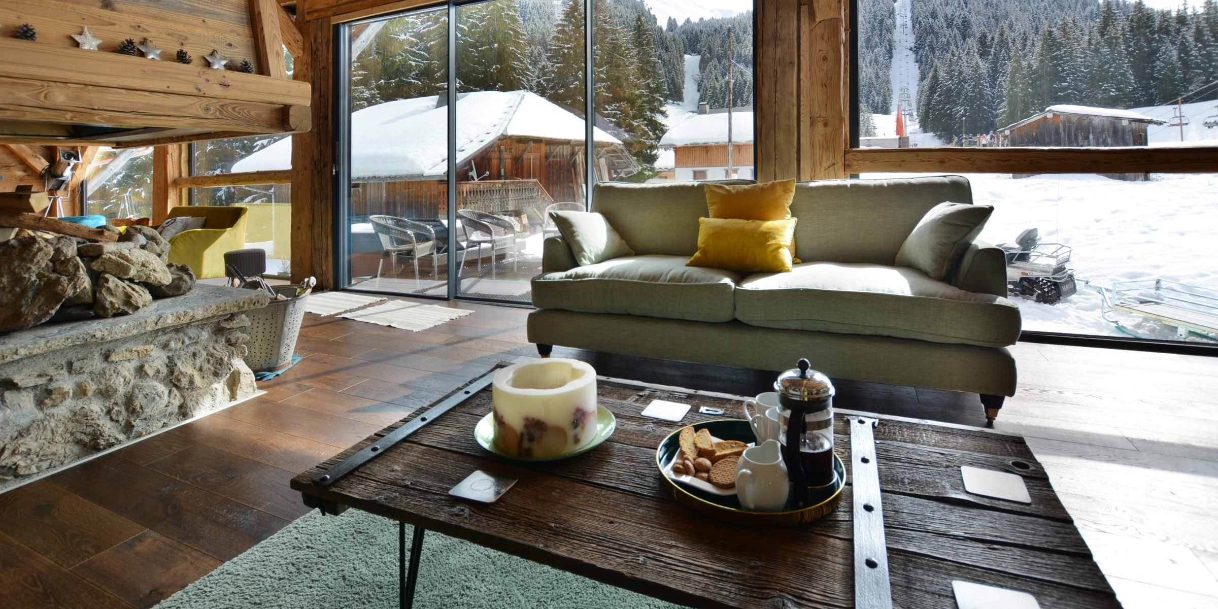 Ski chalet with urban nature wood floors 8
