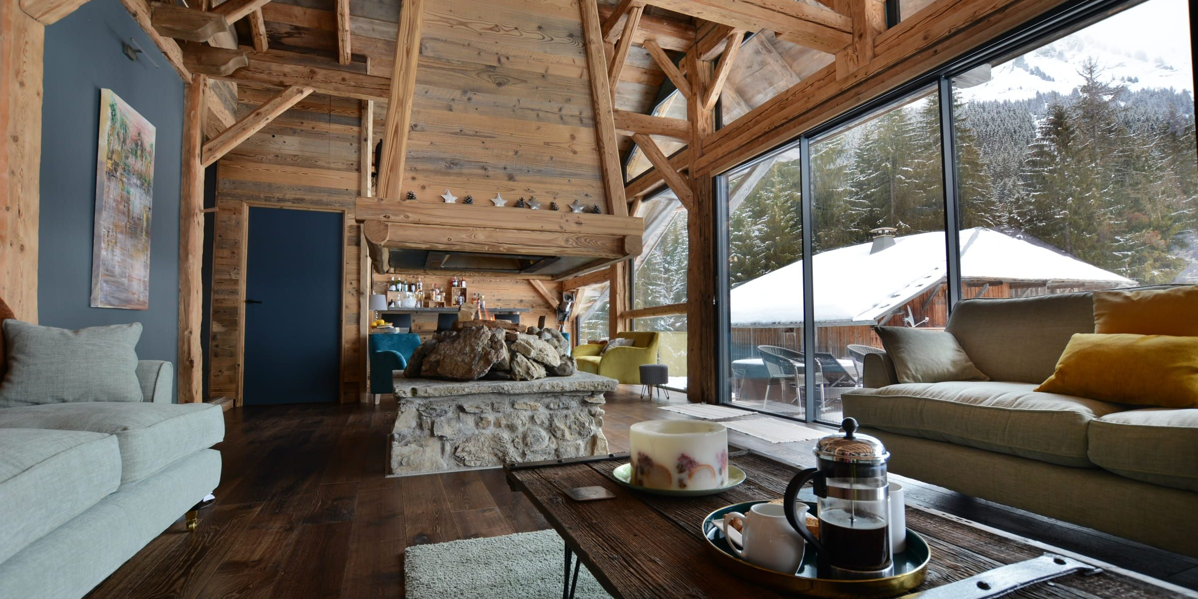 Ski chalet with urban nature wood floors 12