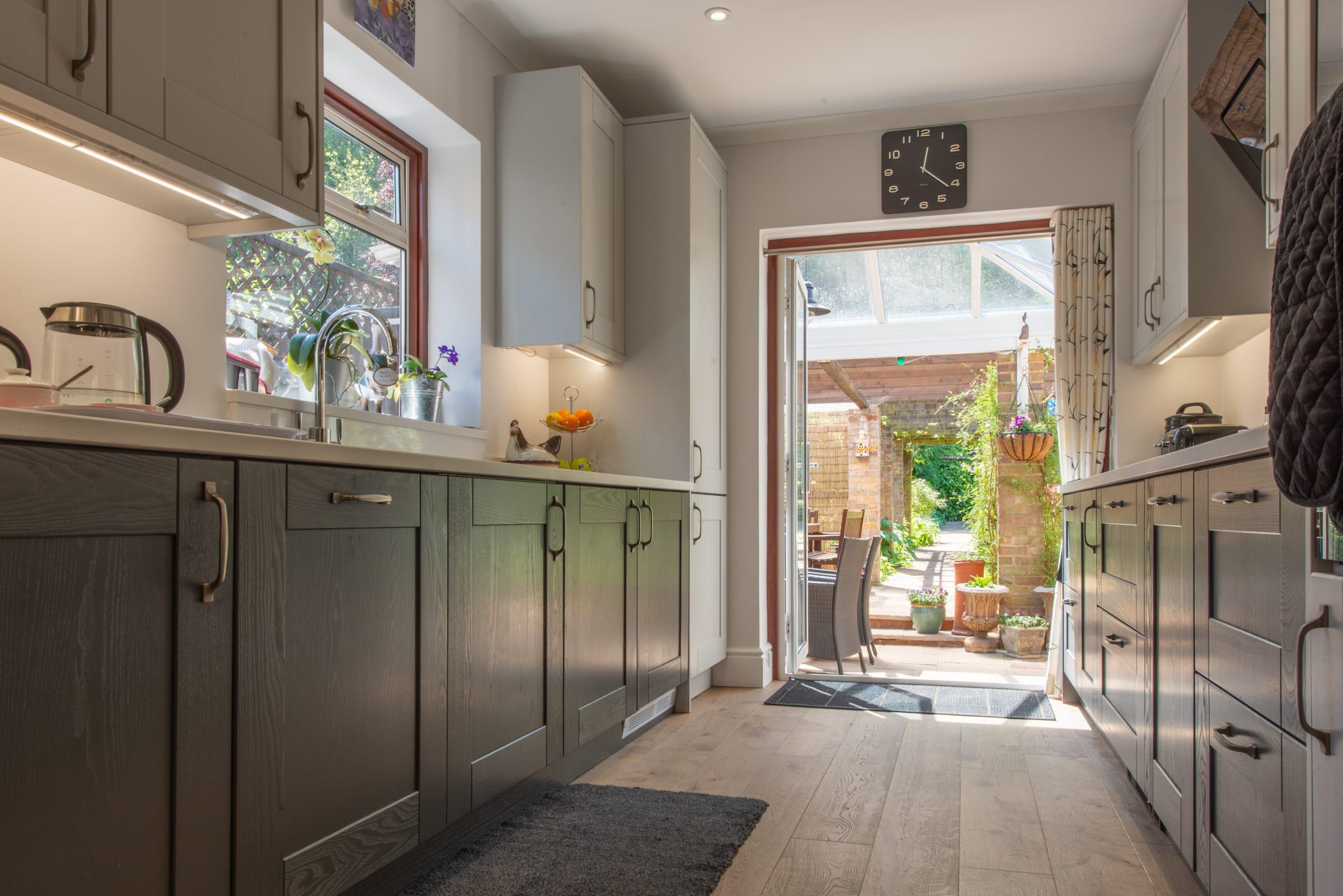 Deco frozen umber knaphill kitchen 4